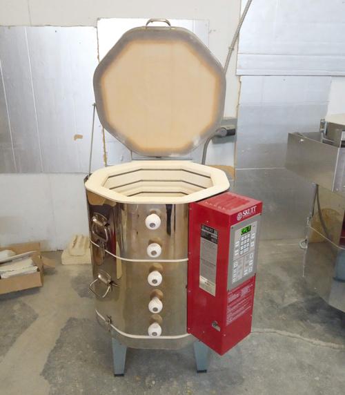 four à céramique électrique ouvert
