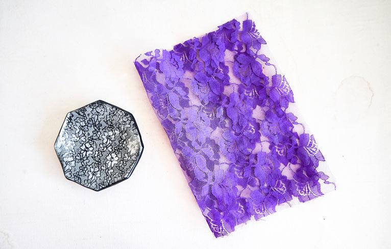 Texturer l'argile avec des empreinte de dentelle