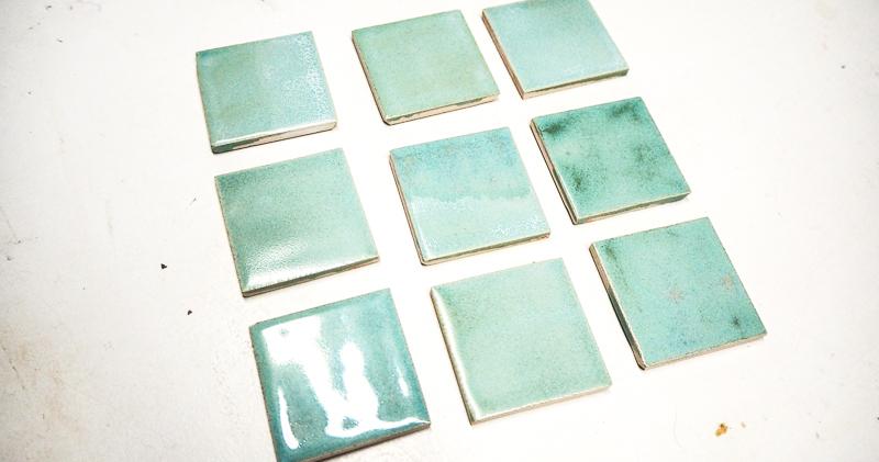 Tests glaçure céramique carreaux verts