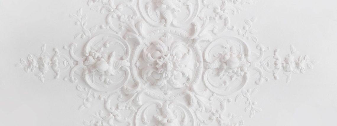 plafond moulé en plâtre