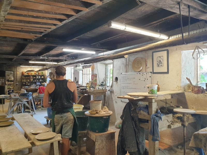 vues de l'atelier de poterie de Cliousclat