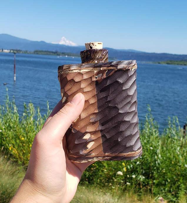 flasque en argile sculptée