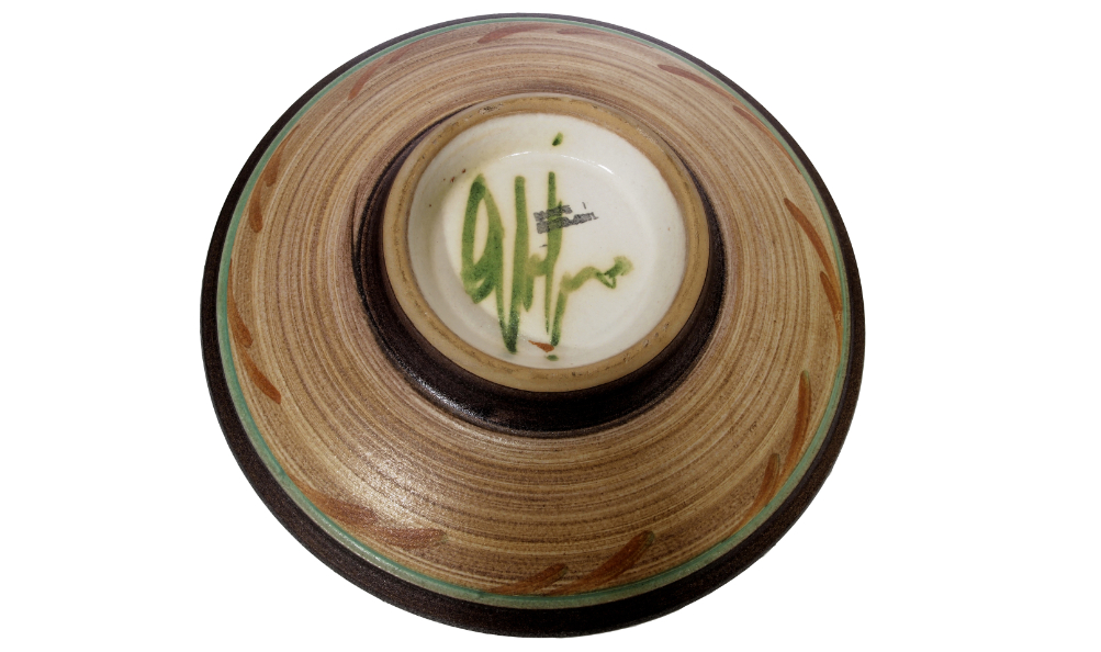 signature poterie assiette