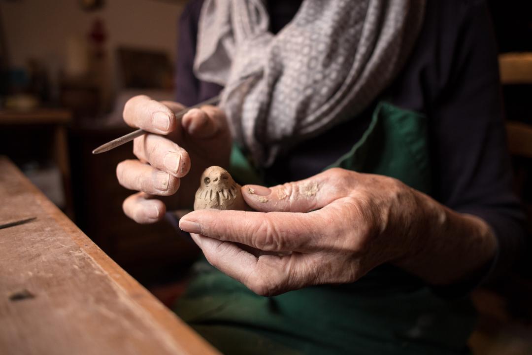 pratique façonnage poterie senior